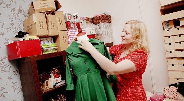 Kathrine Larsen Clough driver nettbutikken Flamingo.no. Det føles trygt fordi butikken trenger ikke trenger å betale dyr husleie for å få vist fram varene sine.