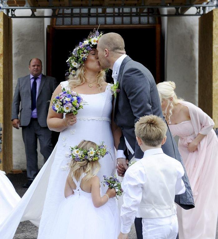 Espen Bugge Pettersen giftet seg med sin Lene i Nøtterøy kirke sanktahnsaften 2012. Anja Sjuls har laget brudekjolen. Foto: Anne Charlotte Schjøll