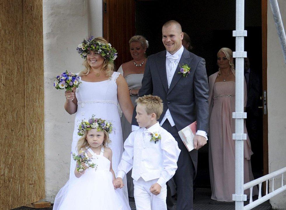 Espen Bugge Pettersen giftet seg med sin Lene i Nøtterøy kirke sanktahnsaften 2012. Foto: Anne Charlotte Schjøll