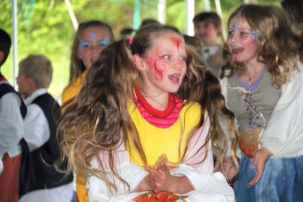 Juli-måned åpnet med barnas dag i Hølen med leker, skuespill og masse annet moro i regi av teatergruppa Bifrost.