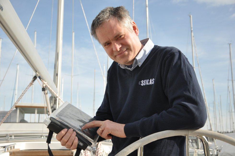 Axel Nissen-Lie er mangeårig båtjournalist og -entusiast. Han mener Ipad er et svært godt hjelpemiddel på sjøen.
