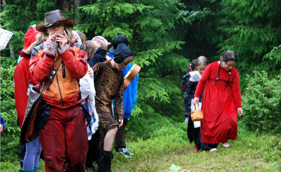 Marit Anmarkrud arrangerer eventyrleir på hjemgården i Skotselv