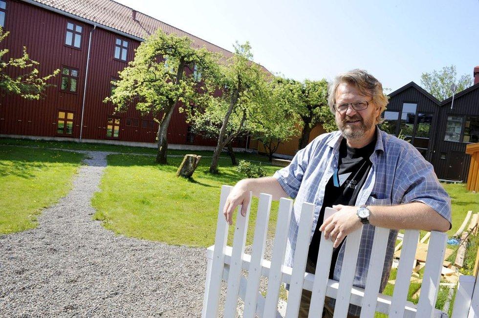 PERFEKT PLASS: Festspilldirektør Svein Eriksen trekker fram Foynhaven som den store festspillarenaen. Foto: Per Gilding