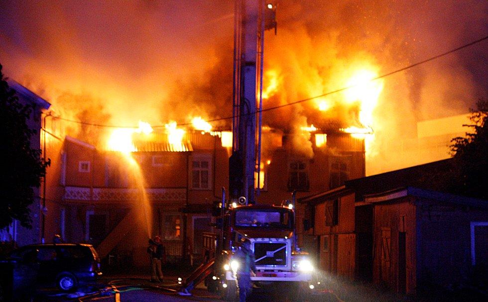 Flere er kjørt til sykehus med røykskader fra branninfernoet på Rundtom.