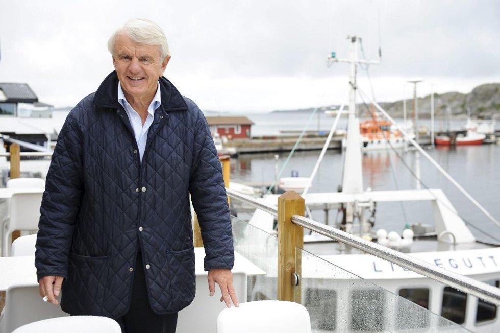 KLIMAET: Egil Stenshagen mener at Hvasser har det beste klimaet i hele Norge. Det er en av mange årsaker til at han stortrives her.     Foto: Harald Strømnæs