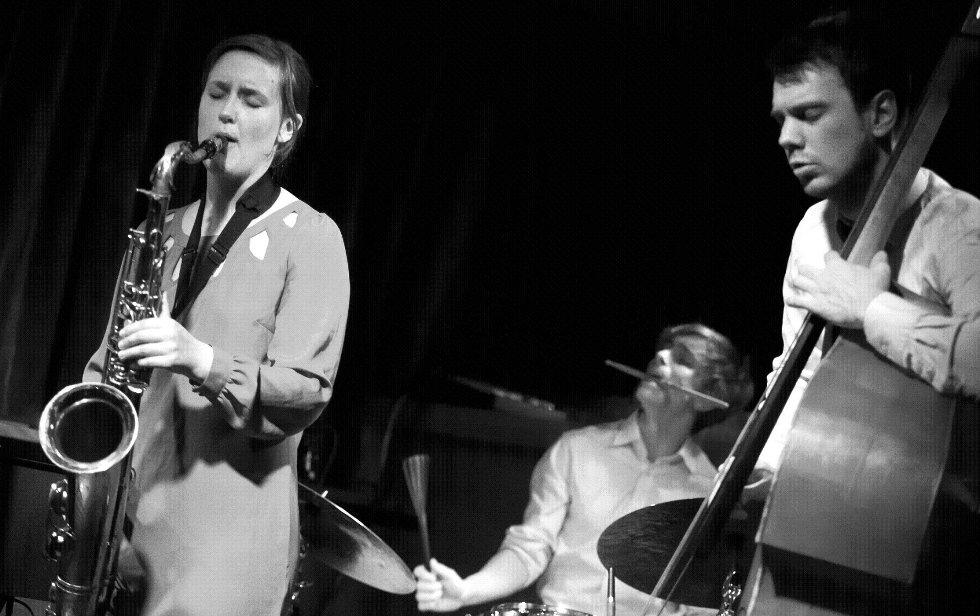 Her er Hanna Paulsberg Consept i aksjon på jazzklubben «Monk» i Turku, Finland, i mai tidligere i år. Foto Olli Sullin
