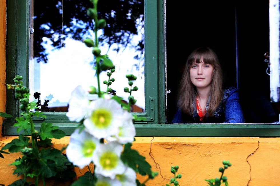 Hanna Paulsberg (24) har kjæreste og leilighet i Trondheim, men har tilbrakt de siste dagene hjemme på foreldrenes gård i Rygge. – Det blir en del øving, men mamma og pappa er tålmodige, ler den unge jazzkometen.
