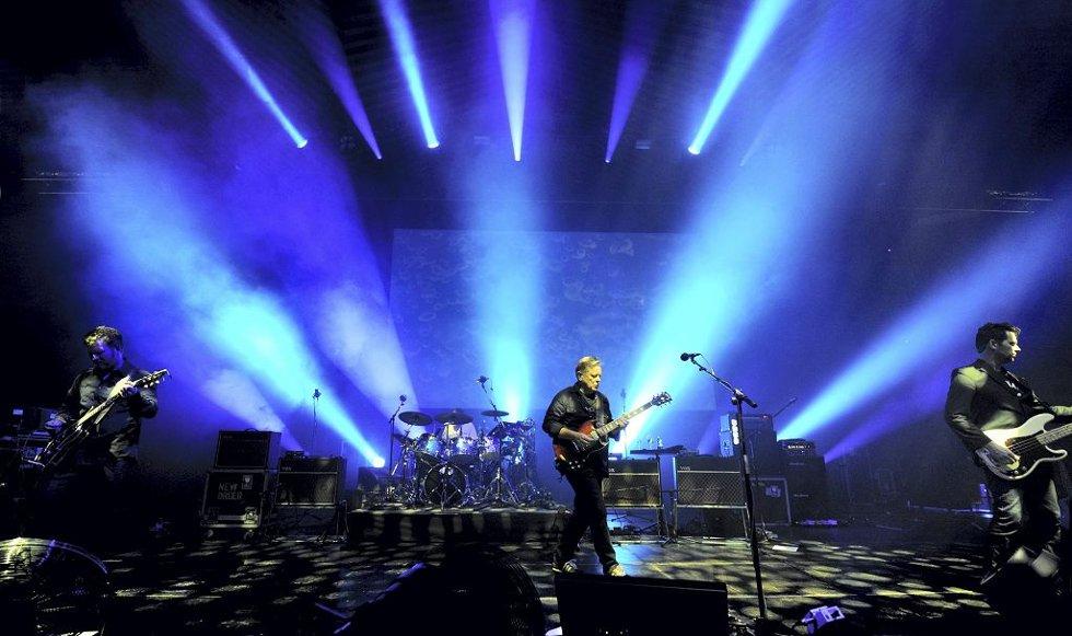 EKSKLUSIVT PÅ FJELLET: Når New Order gjør sin eneste konsert i Norge i sommer – på Slottsfjell – er det 31 år siden de sist spilte i landet. Her fra en konsert Tønsbergs Blad besøkte i Berlin i juni. Foto: Thomas Olsen