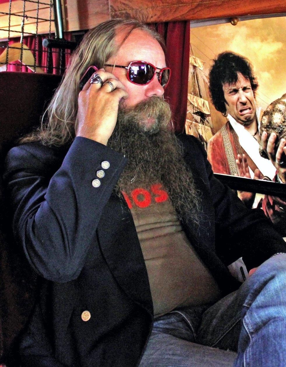 Odd Espen Skjærbekk kan til tider bli lei av Rødskjegg.