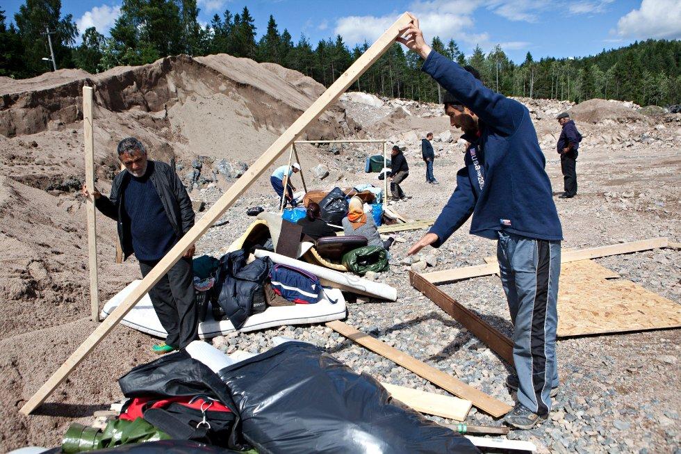Far Cáldáraru Ghorghe (f.v.) og sønnen Sando Jon har flyttet fra Sofienbergkirken og opp til Østreheimsveien på Årvoll. Leiren er nå tømt.