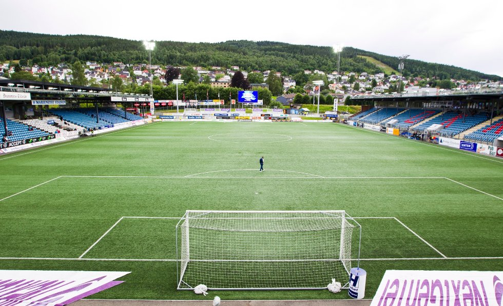Marienlyst stadion før eliteseriekampen i fotball mellom Strømsgodset og Sandnes Ulf i Drammen mandag kveld.