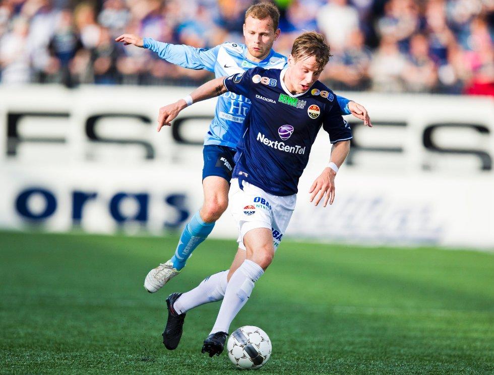 Stefan Johansen (t.h.) og Steinthor Thorsteinsson i aksjon under eliteseriekampen i fotball mellom Strømsgodset og Sandnes Ulf på Marienlyst stadion i Drammen mandag kveld.