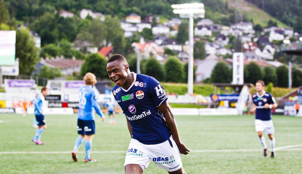Muhamed Keita jubler etter å ha scoret Strømsgodset andre mål under eliteseriekampen i fotball mellom Strømsgodset og Sandnes Ulf på Marienlyst stadion i Drammen mandag kveld.
