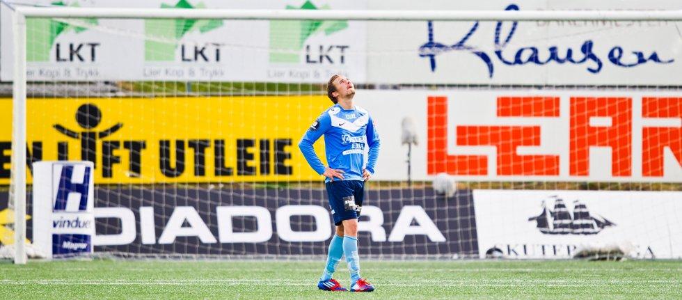 Bjørnar Holmvik depper etter eliteseriekampen i fotball mellom Strømsgodset og Sandnes Ulf på Marienlyst stadion i Drammen mandag kveld. Kampen endte 2-1.