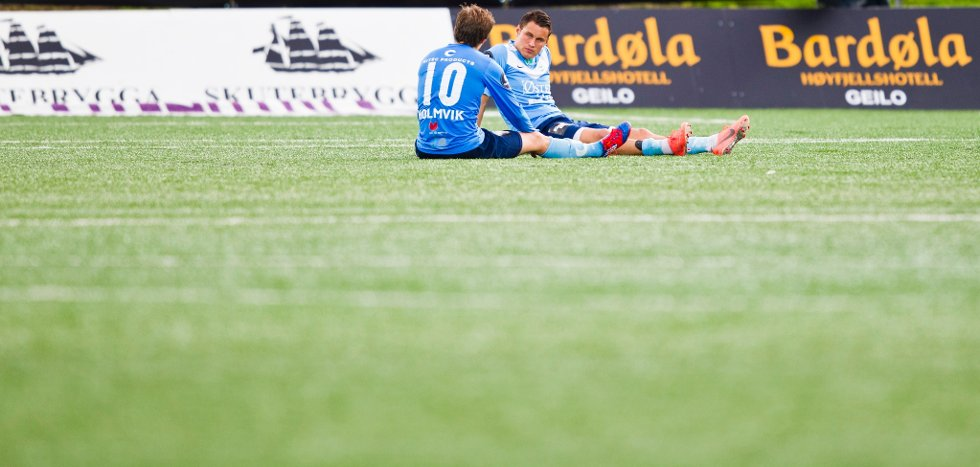 Bjørnar Holmvik og Tommy Høiland (t.h.) depper etter eliteseriekampen i fotball mellom Strømsgodset og Sandnes Ulf på Marienlyst stadion i Drammen mandag kveld. Kampen endte 2-1.