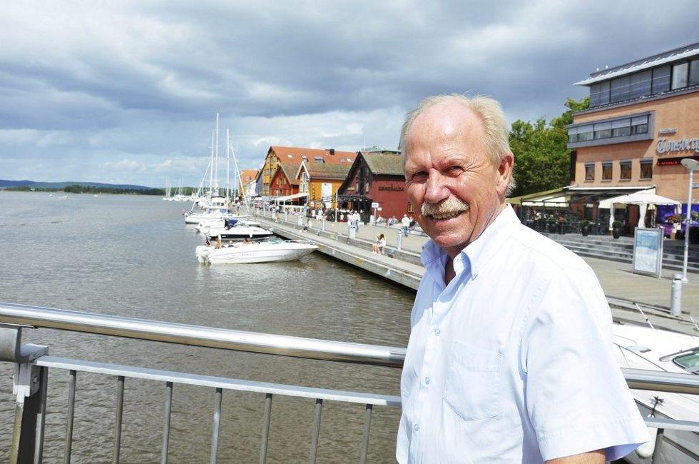 BEKYMRET: Havnefogd Per Svennar må konstatere at fritidsbåttrafikken til Tønsberg brygge har sunket med 25 prosent til nå i sommer.     Foto: Asbjørn Olav Lien