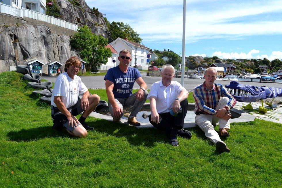 Billedkunstner Knut Abrahamsen (fra venstre) har sammen med Roy Klevstadlien, Henry Jacoby og Rolf Hamarsnes vært framtredende bidragsytere under årets store fellesdugnad.