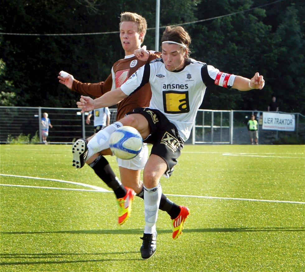 Kristoffer Tollås spilte en god kamp for Asker da de slo Østsiden borte. Midtbanespilleren noterte seg for en scoring og en målgivende i kampen som endte 4-1 til Asker.