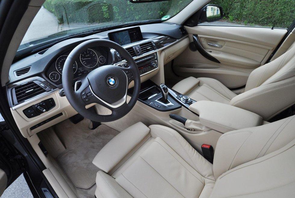 BAK RATTET: BMW bygger bilene sine rundt føreren. Det bidrar til den ¿optimale kjøreopplevelsen. Foto: Øivind Skar