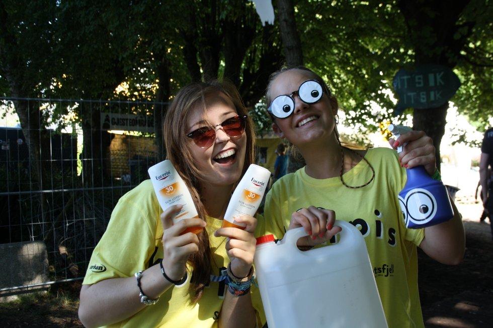 """Urte og Kristin """" Vi er grunnen til smilet ditt"""""""