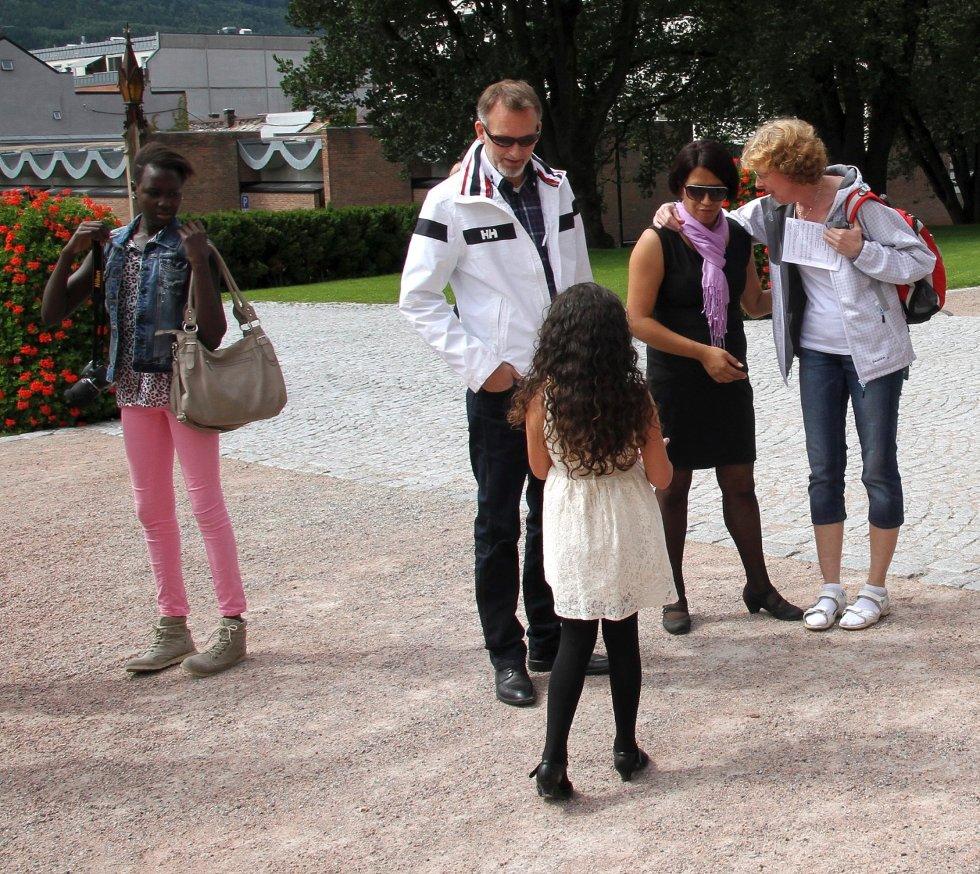 Minnegudstjeneste i Bragernes kirke 22. juli 2012, ett år etter terrorhandlingene i Oslo og på Utøya. Til stede var familiene til Modupe Ellen Awoyemi, Sharidyn Svebakk-Bøhn og Birgitte Smetbak som alle mistet livet på Utøya. I midten Jarl Robert Christensen og Vanessa Svebakk-Bøhn som begge mistet døtrene sine 22. juli.