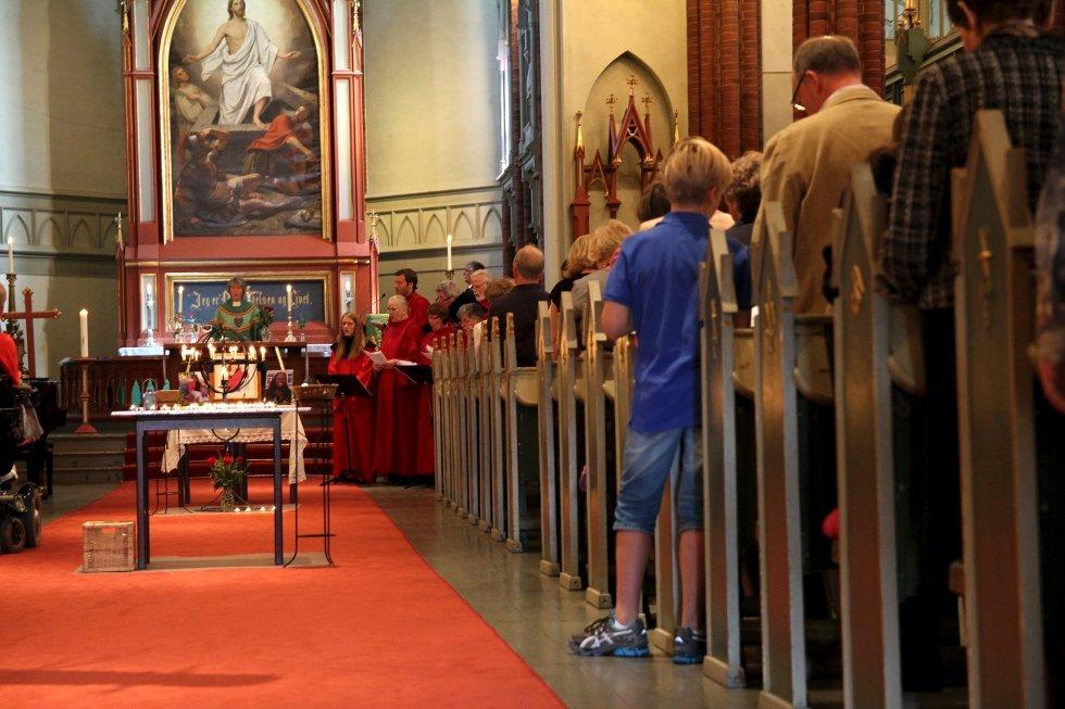 Minnegudstjeneste i Bragernes kirke 22. juli 2012, ett år etter terrorhandlingene i Oslo og på Utøya. Til stede var familiene til Modupe Ellen Awoyemi, Sharidyn Svebakk-Bøhn og Birgitte Smetbak som alle mistet livet på Utøya.