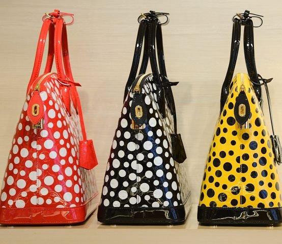 Rødt, svart og gult. De er alle grunnfargene til veskene i Louis Vuittons prikkekolleksjon.
