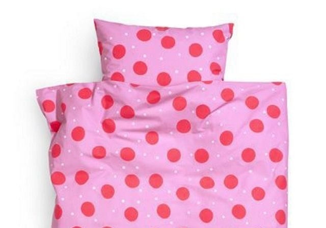 Du kan også sove godt i prikker. Dette er et sengetøy for barn.