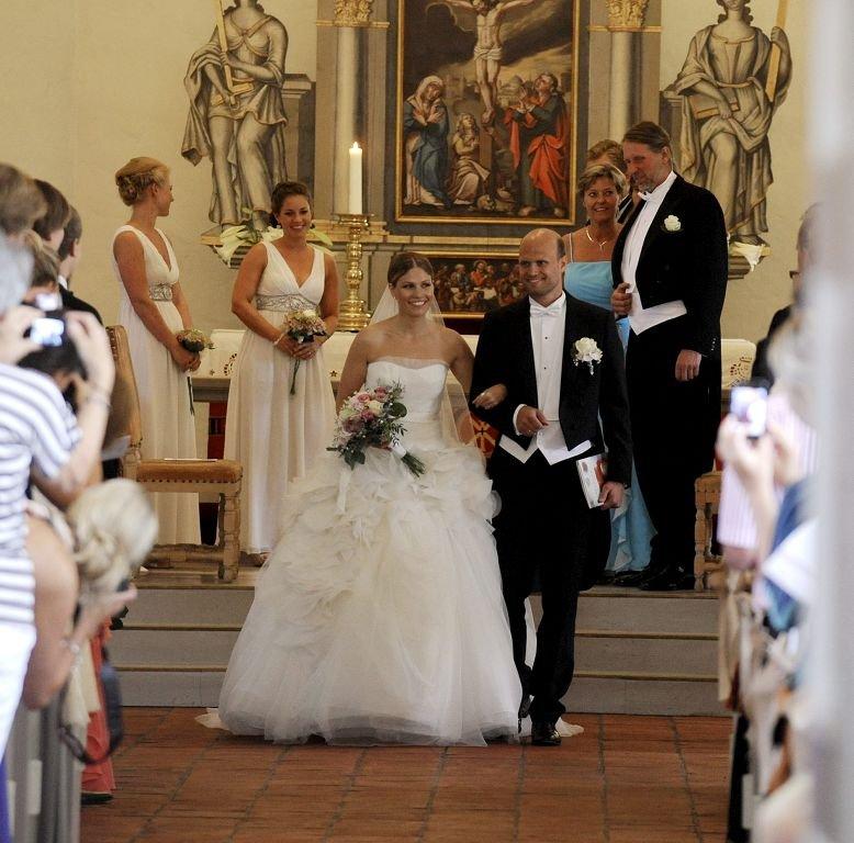 Karoline Røvik og Anton L. Zeiner giftet seg og ble fraktet til festen i Saga Oseberg.           Foto: Per Gilding