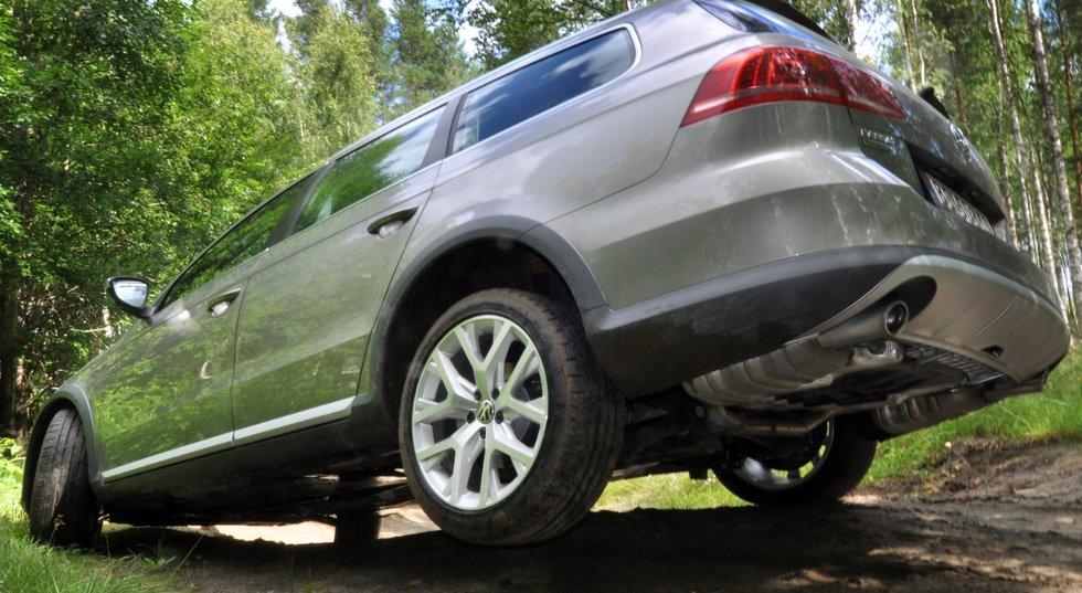 VW Passat Alltrack er tøff i terrenget og drar opp salget av Volkswagen i Norge.