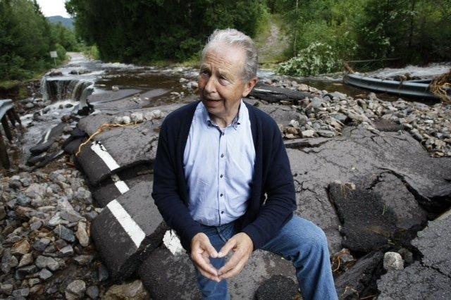 - Jeg har aldri opplevd maken, sa Hof-ordfører Ragnar Lindås (H) om veiskadene i nordfylket.
