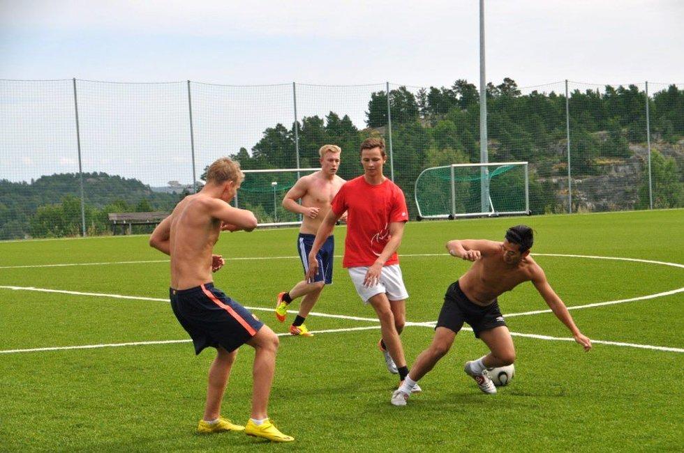 Erlend Vevang Rogstad (i rødt) er en del av det nykomponerte laget som skal delta i årets utgave av Sandarcupen.
