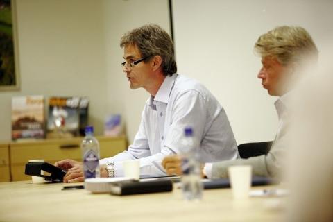 Bjørn Ole Gleditsch var den som førte ordet på styrets vegne, men han ble støttet av advokat Bjørn Gabriel Reed (til høyre) i jussen som omhandler et styre og en adm.dir. (Foto: Eric Johannessen)