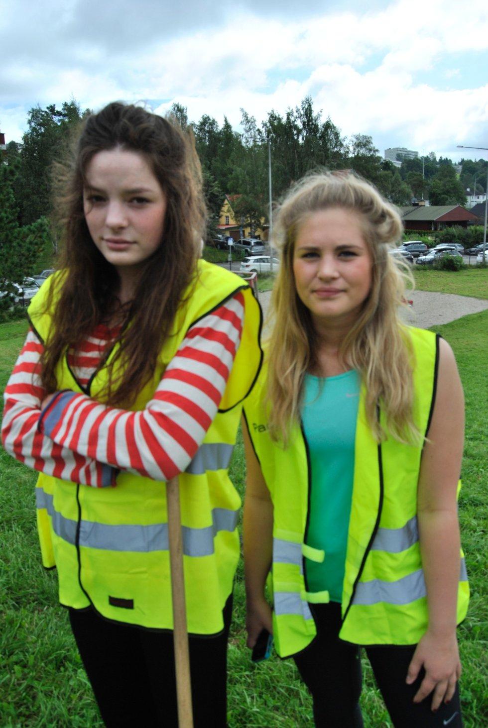 Lovise Aspunvik (17) (t.v) og Ingrid Mengaaen (17) er ikke reddere enn før, men synes Sigrids forsvinning er ekkel.