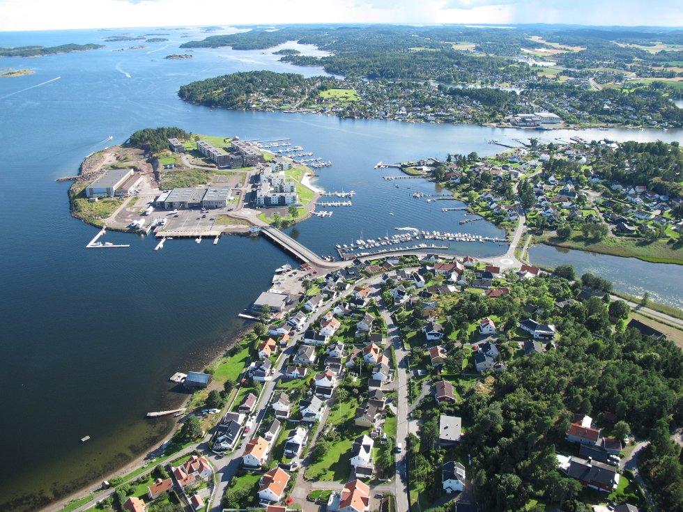 Mot Jarlsø og Husøysund.