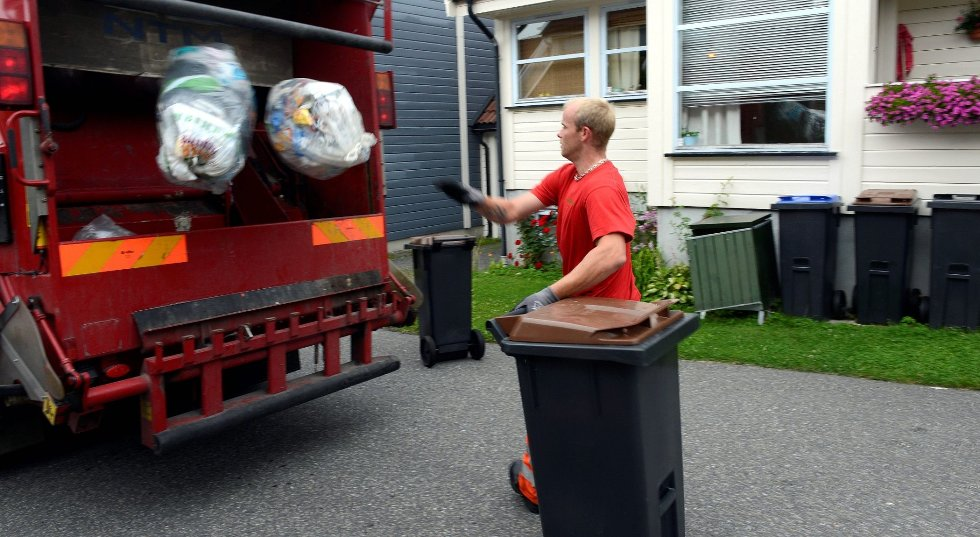 Én av de ansatte i RenoNorden i Sandefjord kan bli tatt ut i streik kommende fredag. Dette bildet er tatt i en annen sammenheng og personen på bildet har ikke noe med streiken å gjøre. Arkivfoto: Olaf Akselsen