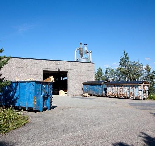 STØY OG LUKT: Trappeprodusenten Tre Trapp AS i Sætre retter seg etter klager fra naboene på Slingrebekken.