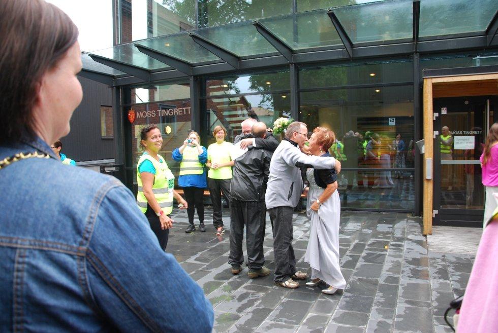 Mange fra Tjukkasgjengen ville gratulere de nygifte,  Terje Johann Aasgaard og Marit Rigmor Iversen..
