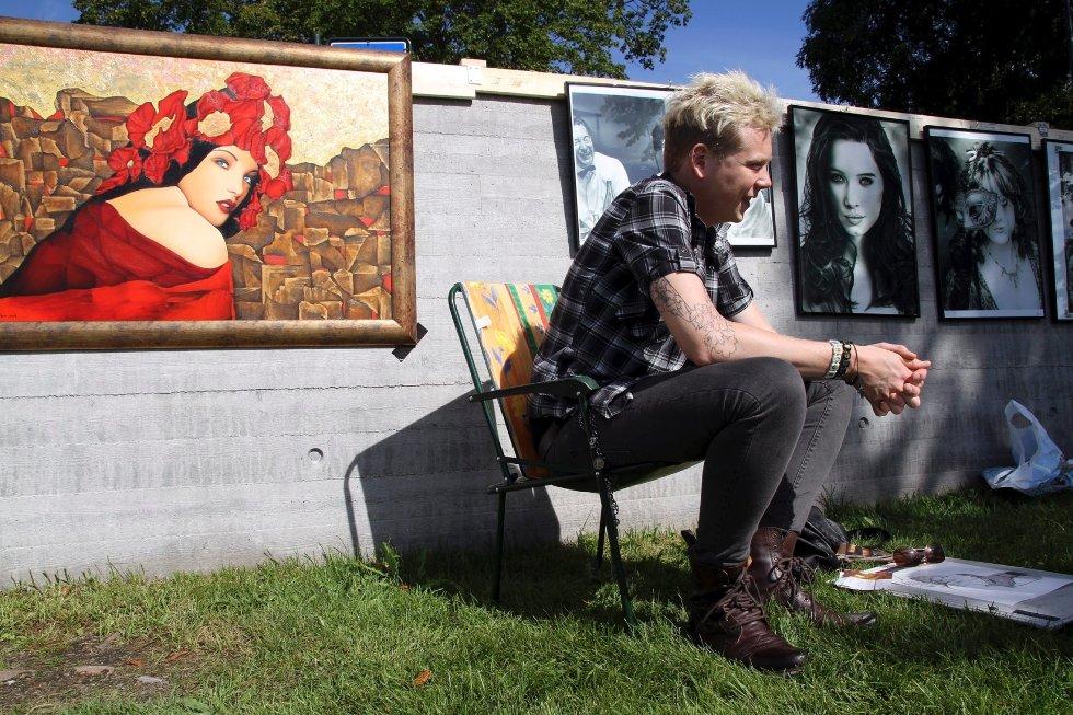 Geir Nordaunet (22) fra Drammen. Stilte ut under Elva Rundt med fotorealistiske tegninger.
