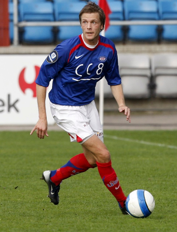 Mandag formiddag ble Jarl-André Storbæk klar for Strømsgodset. 33-åringen tilfører et gulljagende SIF rutine og lederegenskaper. Bildet er fra tiden da Storbæk spilte for Vålerenga.