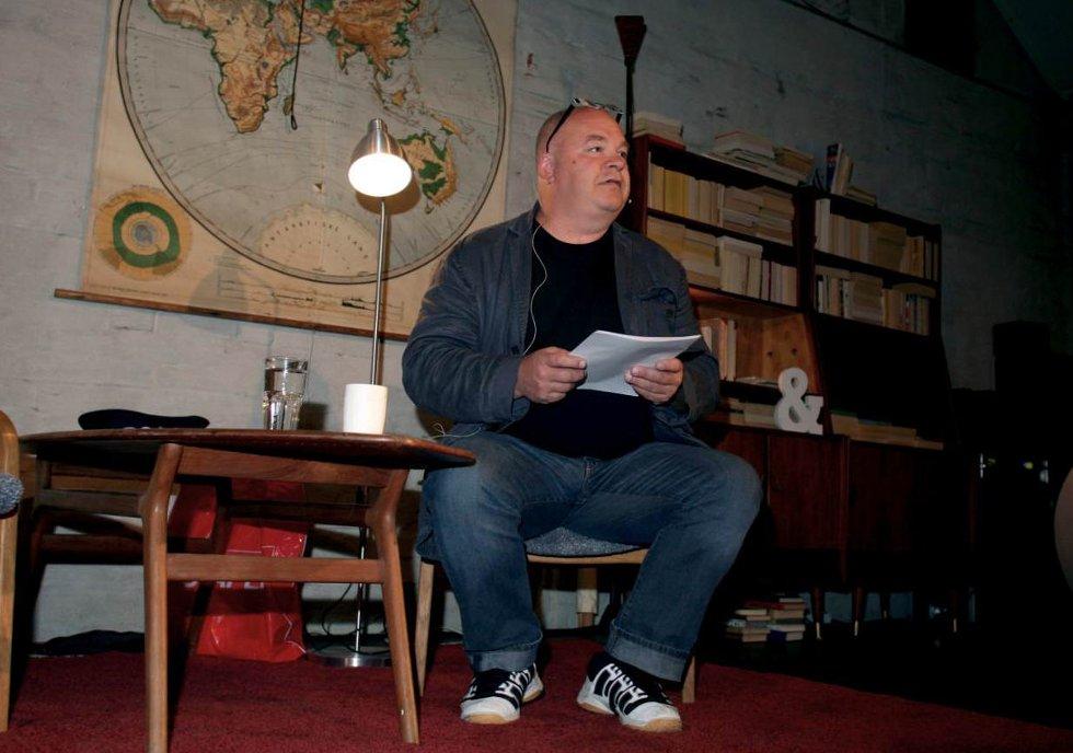 Pål Nielsen sjarmerte med høytlesning og betraktninger rundt egen by.