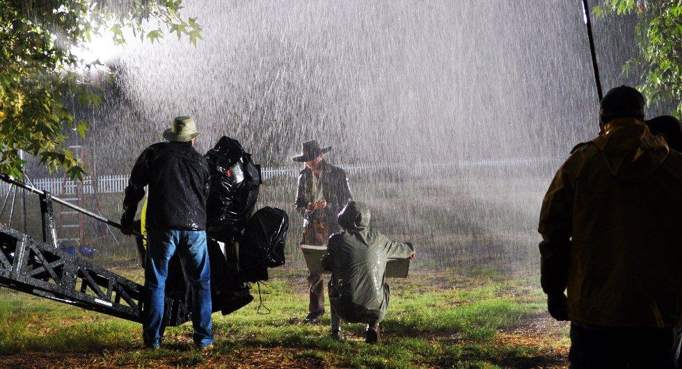 FILMSHOOT: Her poserer Ryan Wiik som Morgan Kane under innspilling og fotoshoot til e-bøkenes nye cover.