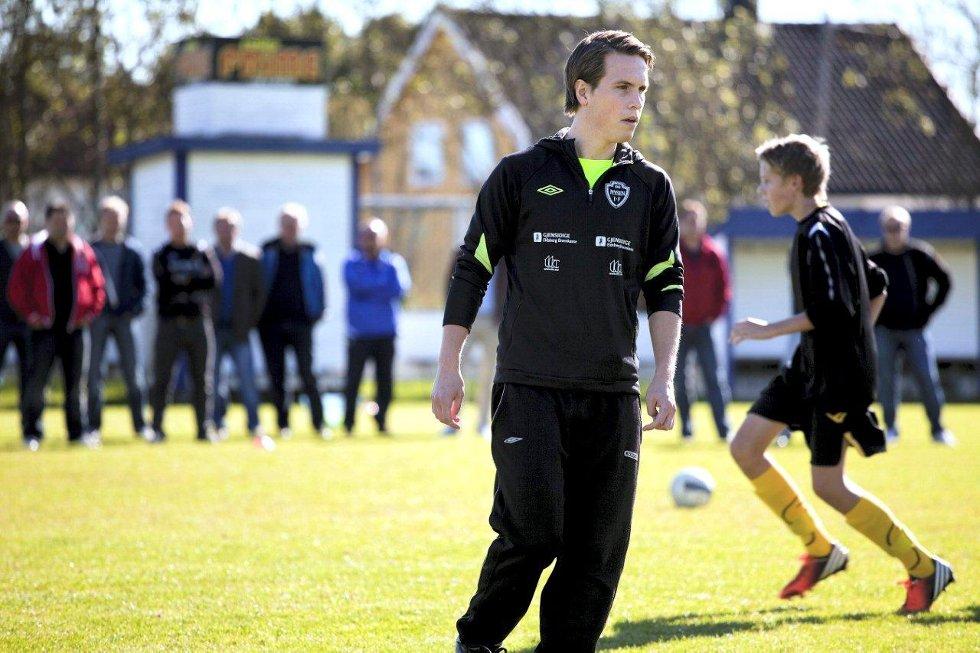 Ole Johan Aas har mastergrad i sports management, og har studert utvikling av toppspillere i fotball i Norge og England. Han hadde mye å fortelle på inspirasjonsdagen på Bellevue. Foto: Nicklas Knudsen