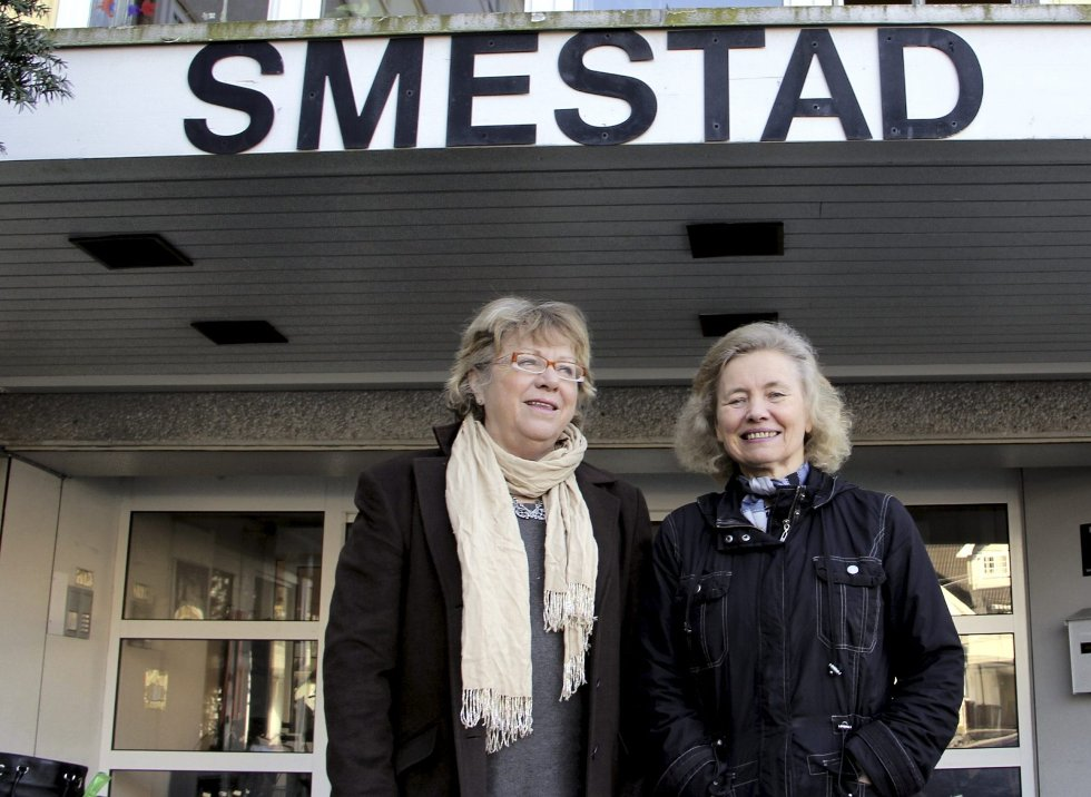 Liv H Wiborg (til venstre) her sammen med Berit Kvæven, er kritisk til manglende åpenhet om forholdene ved Smestadhjemmet.Foto: Vidar Bakken