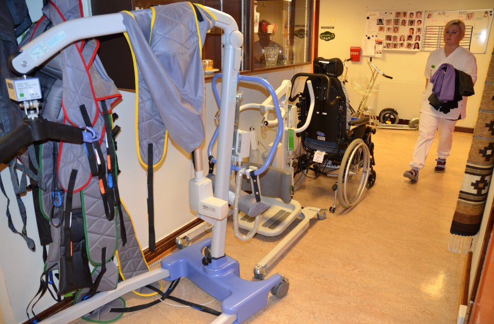 PÅ GANGEN: Stoler og annet utstyr fyller store deler av korridorene, som her på avdeling 4 på Moen.