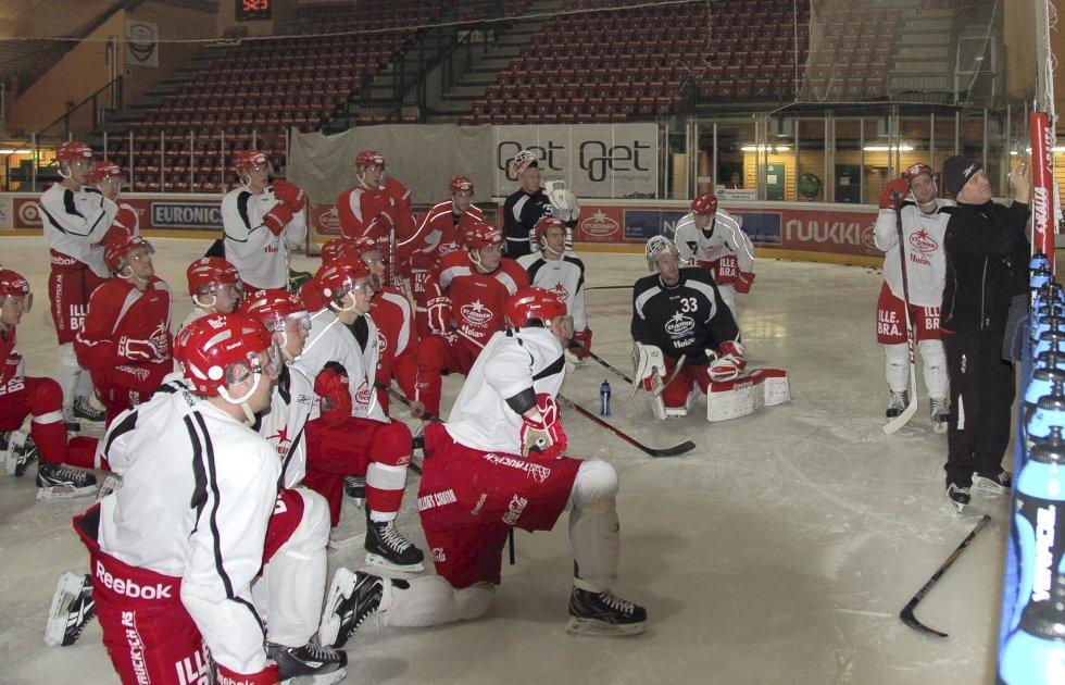 Klare til kamp igjen: Stjernen-spillerne var samlet til trening etter den korte juleferien. Nå går det i ett til serieslutt. begge foto: Tor Fr. Sparre-EngerS