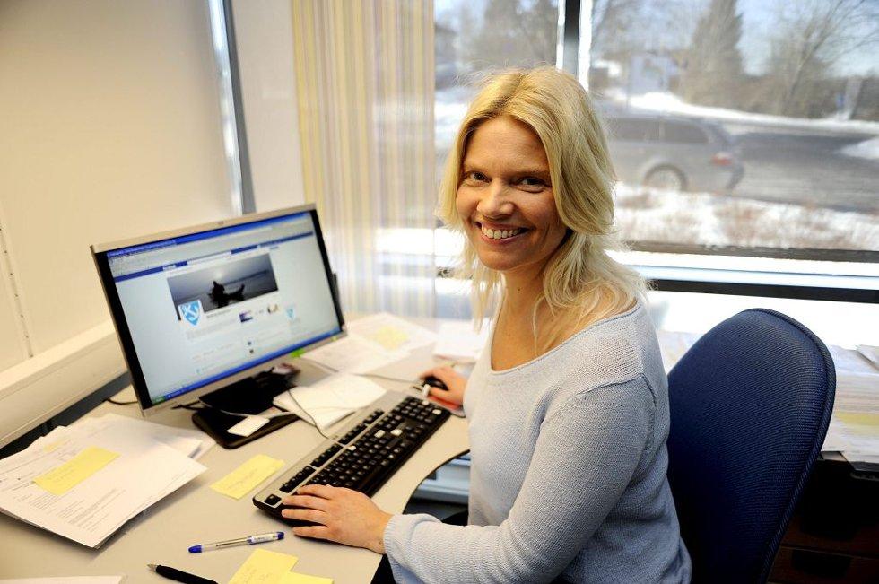 Både bedrifter og offentlige virksomheter som skal skaffe folk, og jobbsøkerne selv, beveger seg over fra papir til digitale medier for å finne hverandre, mener leder for service og kommunikasjon i Nøtterøy kommune, Helen Widberg. Selv fant hun drømmejobben i en papirannonse, i Tønsbergs Blad. I fjor.