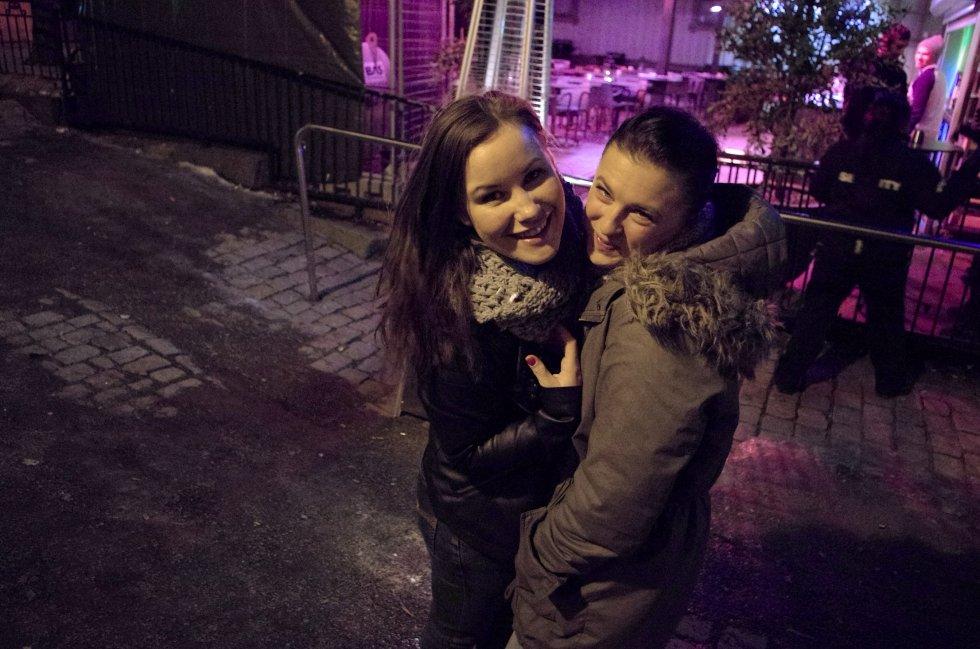 Benedikte og Julie på jentekveld ute på byen.