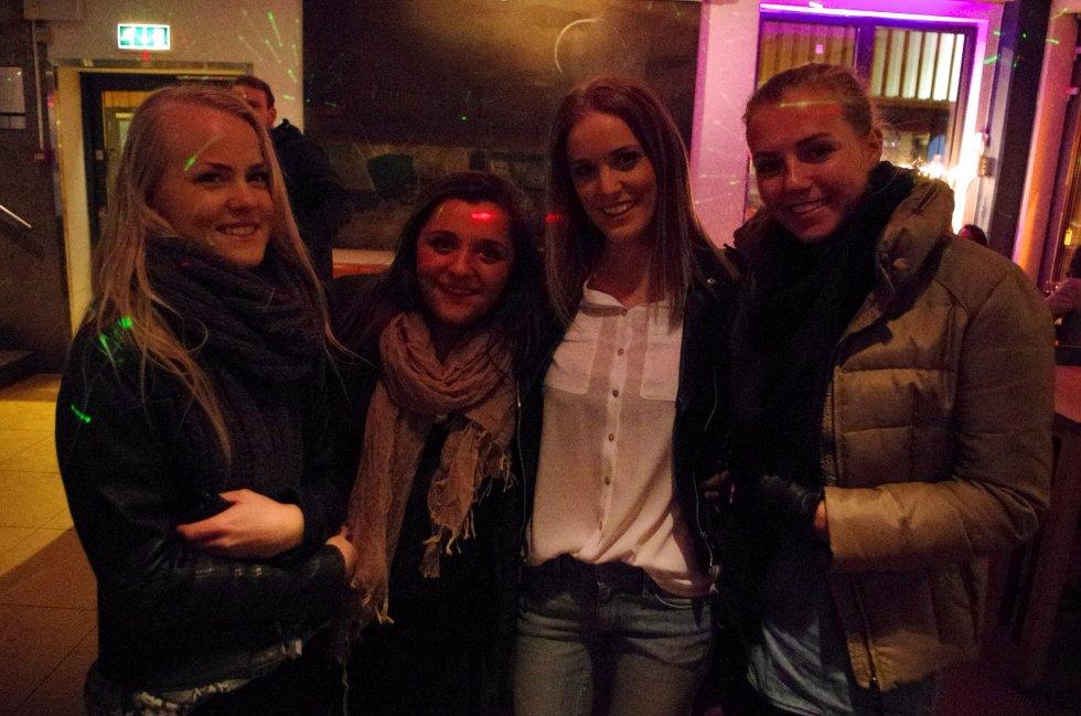 Cathrine, Jasmin, Jannicke og Christina er ute for å finne kjæreste til Jasmin. (!)