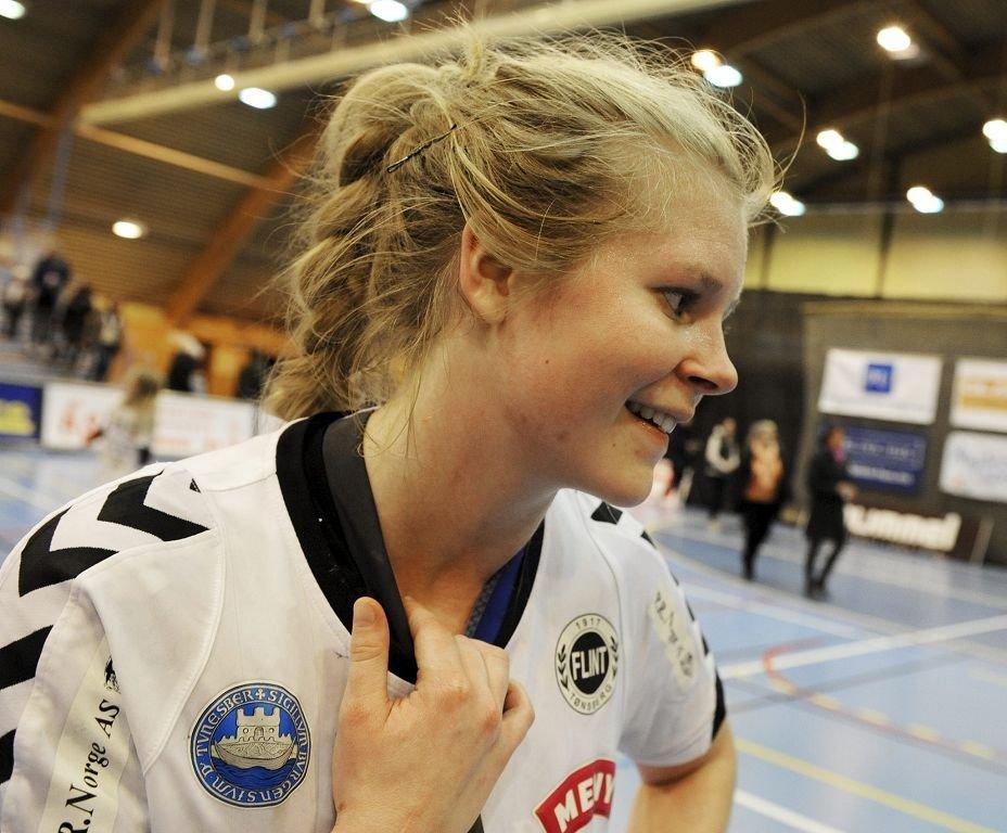 AVGJORDE: Thea Bjerkestrand Bøe ble den store helten da hun avgjorde fem sekunder før slutt.      Foto: Per Gilding